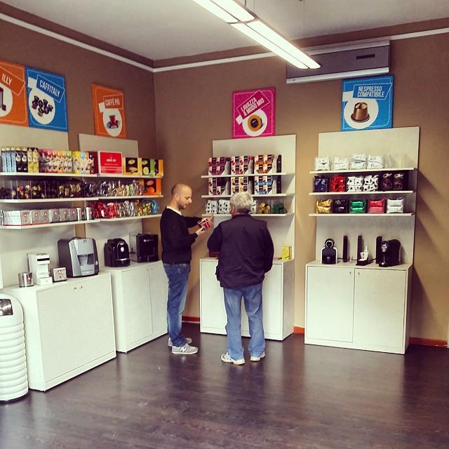 Quikoffi tutto per il caff capsule cialde for Negozi arredamento modena